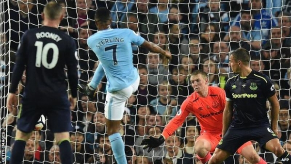 Raheem Sterling's volley salvaged a point for 10-man Manchester City as Everton were denied victory on the night Wayne Rooney scored his 200th Premier League goal.