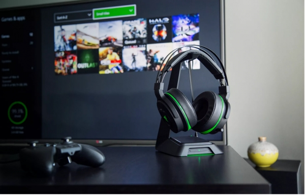 Razer's new gaming headphones are designed for the Xbox One and PlayStation 4