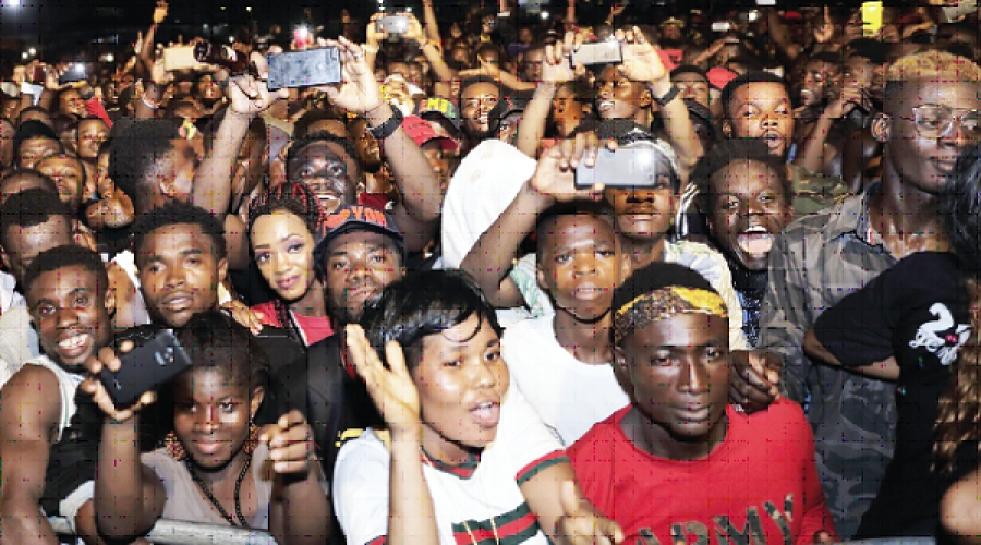 Fans jam at Ebony Tribute Concert
